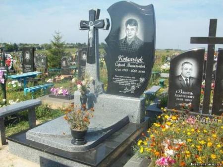 Надгробные памятники Бобрынец